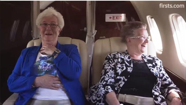 Prvý let? Rozkošné video o 2 dámach, ktoré to dali po 70-ke!