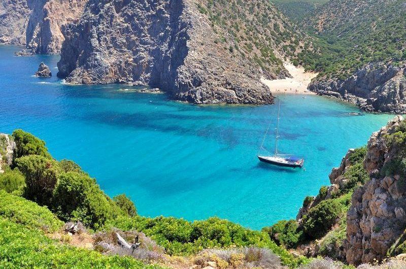 najkrajšie pláže na Sardínii, pláž Cala Domestica, dovolenka Sardínia