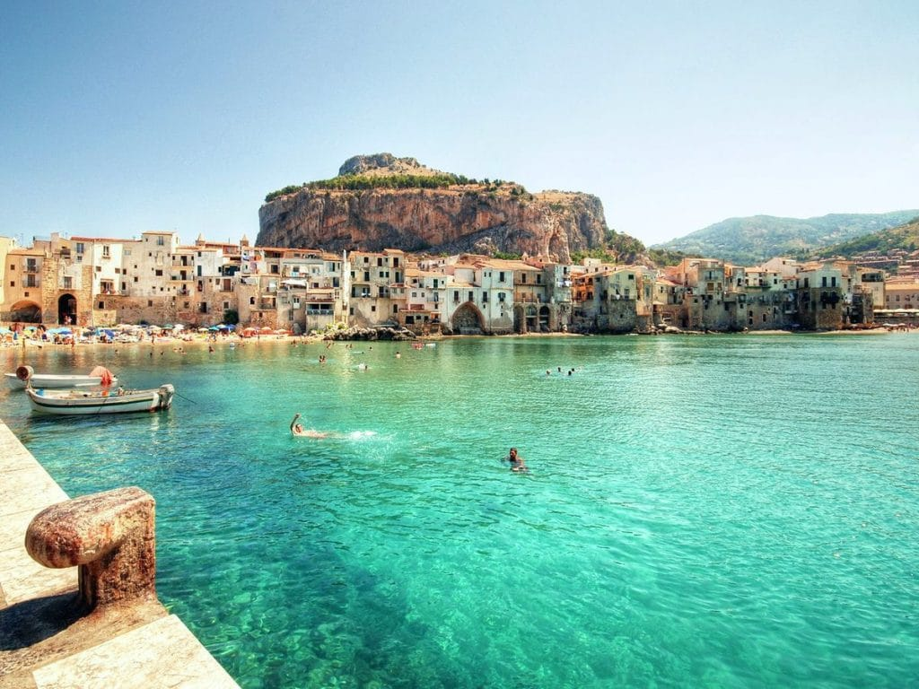 najkrajšie pláže sicílie Cefalu